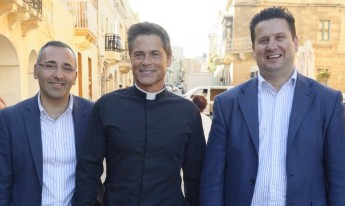 Tourism Minister meets Rob Lowe on Apocalypse Slough film set in Malta