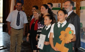 President presents GC Xewkija Primary students with the LEAF Award
