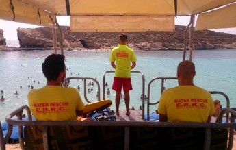 ERRC lifeguards assist 2 injured men at the Blue Lagoon in Comino