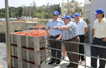 Parliamentary Secretary Roderick Galdes visits Magro Brothers