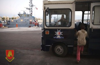 """AFM assists migrants in difficulty who are """"insisting in going to Italy"""""""