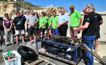 6 dive centres in Marsalforn take part in seabed clean-up