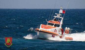 Portuguese diver rescued by the AFM from rough seas at Dwejra