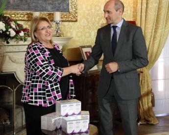 President hands over Hepatitis C medication worth €1.2 million