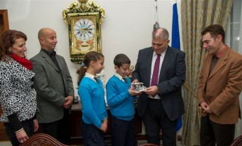 Gozo Minister meets Karl Curmi, who was awarded Medalja ghal qlubija