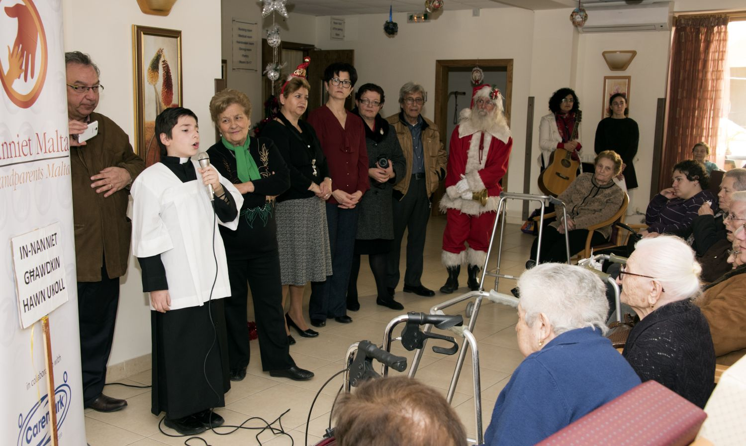 Nanniet Malta (Gozo Branch) bring festive cheer to elderly residents