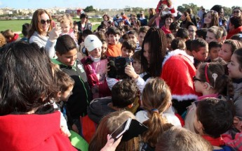 Victoria primary students enjoy a surprise picnic & song with `Destiny'