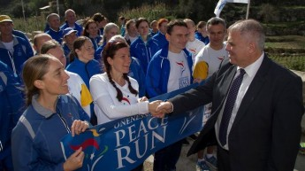 Gozo Minister meets Sri Chinmoy Oneness-Home Peace Run in Gozo