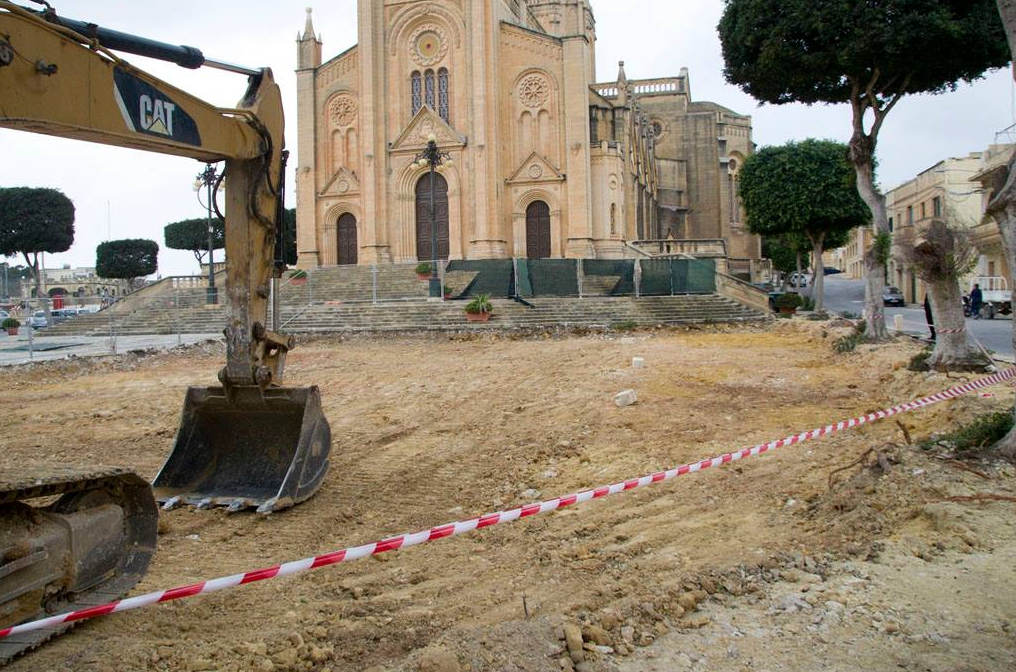 Restoration project underway of Ghajnsielem church parvis and square