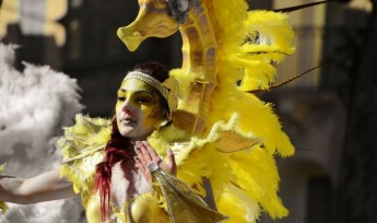 Fine weather for Carnival weekend draws bumper crowds to Gozo