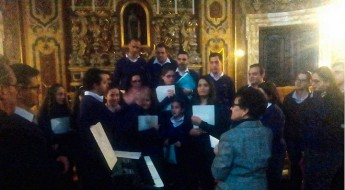 Schola Cantorum Jubilate present proceeds from Carols by Candlelight
