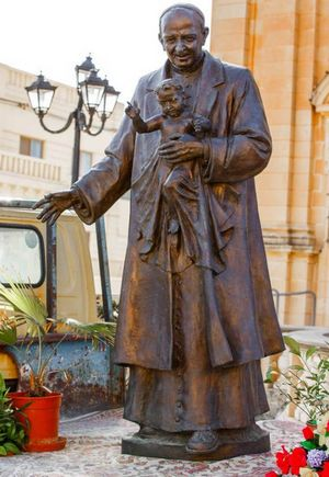 San Gorg Preca statue: Commemorative hand stamp & Postcard