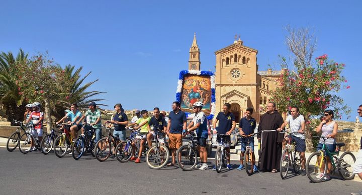 Traditional Gozo pilgrimage with the effigy of Our Lady of Graces