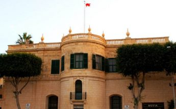 Wirt Ghawdex replaces finials on top of Ministry for Gozo building