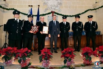 Police officers awarded certificates for outstanding service