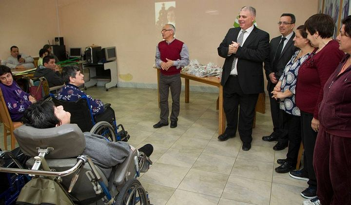 Minister for Gozo distributes Easter figolli at Santa Marta Day Centre