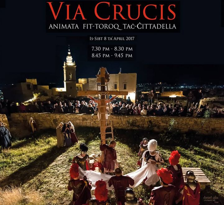 Animated Via Crucis around the old streets of the Citadel