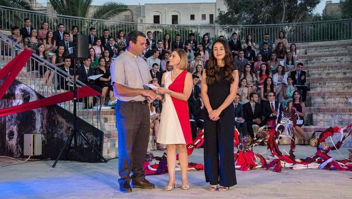 Gozo students donate €500 to the Arka Foundation in Ghajnsielem