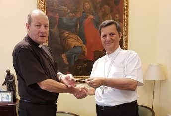 Gozo Bishop presents €5,780 towards St Paul's Pro-Cathedral restoration