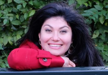 Soprano Burcu Uyar leads the cast in Lucia di Lamermoor at the Astra
