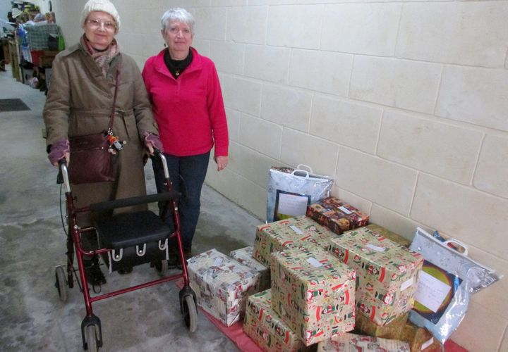 Mothers' Union Gozo presents Christmas food hampers to the needy