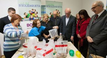 President visits Istrina Piggy Bank coin counting process