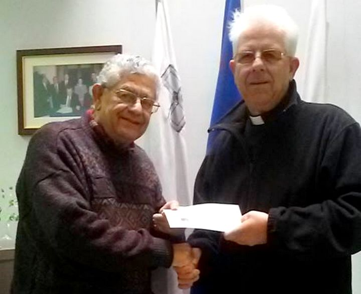 Gozo Business Chamber presents donation to the Arka Foundation