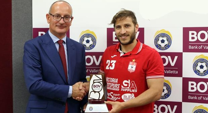 Emiliano Lattes celebrates Championship with April award