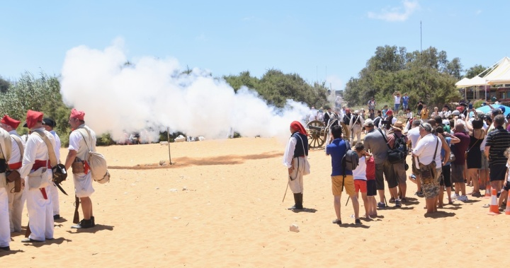 The battle commences - French army lands on Gozo to take Citadel