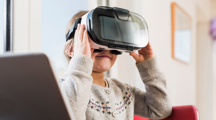 New technology with virtual reality for paediatric pain management