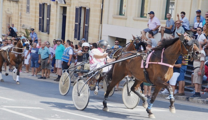 Large crowds line Republic Street for Santa Marija Horse Races