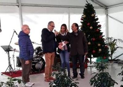 Chorus Urbanus presents proceeds of Christmas Concert to MCCF