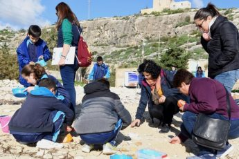 Qala primary students participate in Hondoq microplastic investigation