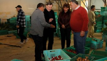 Alfred Sant pledges assistance to local farmers to pursue EU funds