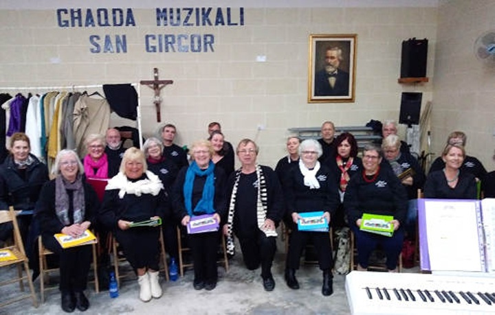 Gozo Community Choir joins in a Knit and Sing at Kercem