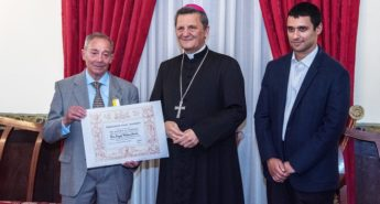Pro Ecclesia et Pontifice presented to Joseph W. Psaila and Audrey Pace