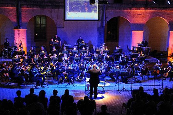 Enjoy an evening of arias and pop in Opera vs Pop Under the Stars